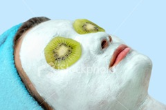 ist2_1601745-face-pack-mud-mask-with-kiwi-skin-care